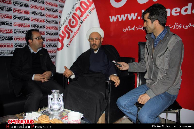 حضور دستیار ویژه رئیس جمهور در غرفه همدان پرس